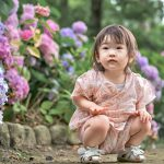 紫陽花と子供